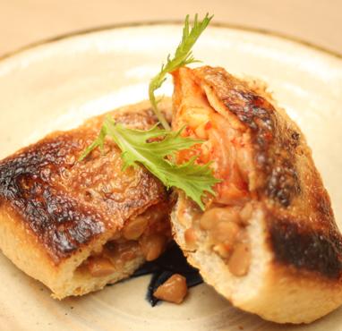 油揚げ肉みそ納豆焼き(2個入り:4切れ)/600円